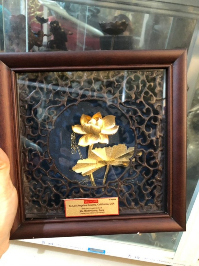 Tranh hoa sen mạ vàng 24k quà tặng doanh nghiệp1