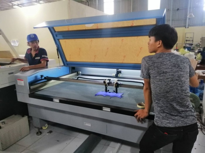 Ưu điểm vượt trội máy cắt laser 1390 2 đầu trong cắt khắc gia công