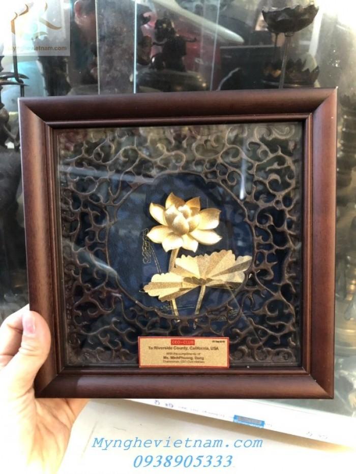 Quà tặng doanh nghiệp-Tranh hoa sen mạ vàng0
