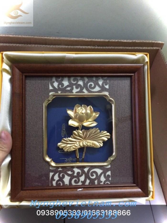 Quà tặng doanh nghiệp-Tranh hoa sen mạ vàng4
