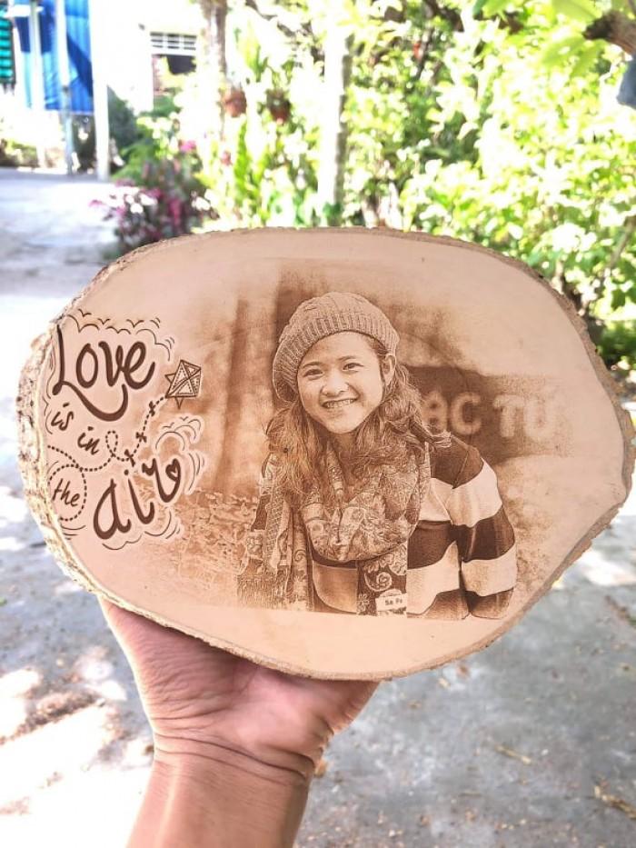 khắc chân dung lên gỗ