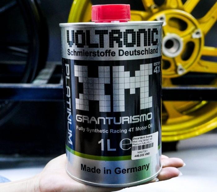So với Voltronic XM Granturismo (Black) phiên bản thường trước đó Voltronic XM Platinum Granturismo có thêm công nghệ Ester 4X (bôi trơn và bảo vệ động cơ tối ưu trong mọi điều kiện vận hành) và màu nhớt xanh xanh rất đẹp (phản quang chống giả dưới ánh đèn hồng ngoại)