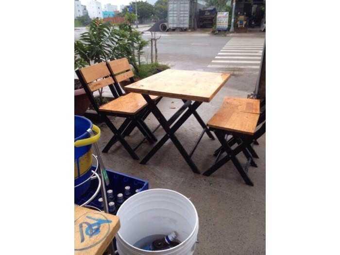 Bàn ghế xếp sắt ốp gỗ giá rẻ tại xưởng sản xuất3