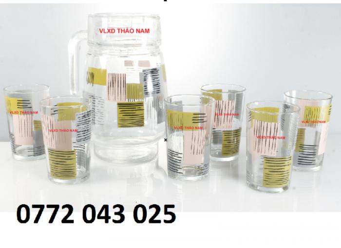 Bộ bình thủy tinh gồm 1 bình và 6 ly là bộ sản phẩm3