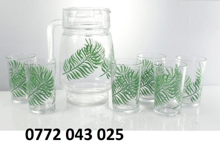 Bộ bình thủy tinh gồm 1 bình và 6 ly là bộ sản phẩm6