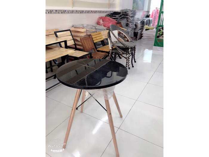 bàn chân trụ mặt gỗ2
