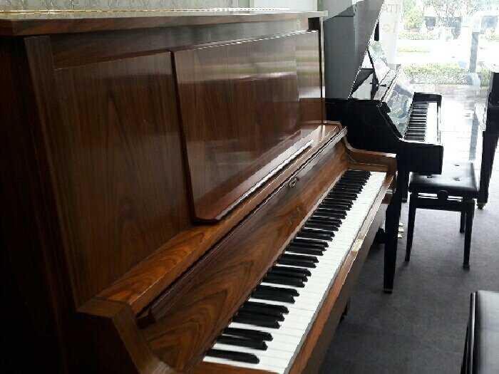 Piano Yamaha W101-102-1060
