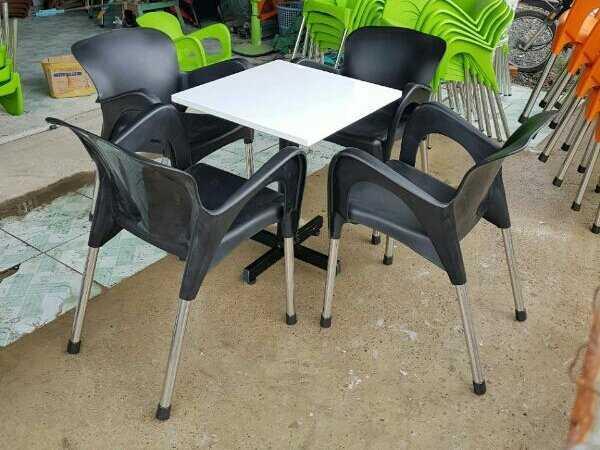 Sale nhanh 12b ghế nhựa đúc lớn màu đen0
