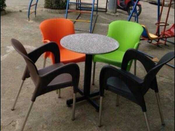 Sale nhanh 12b ghế nhựa đúc lớn màu đen1