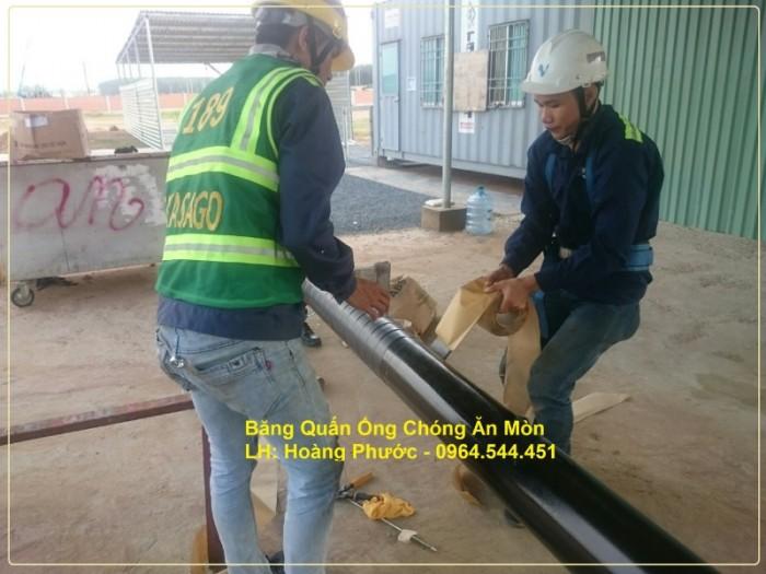 - Nhà thầu Takasago thi công băng quấn bọc bảo vệ tuyến ống kim loại chôn ngầm.0