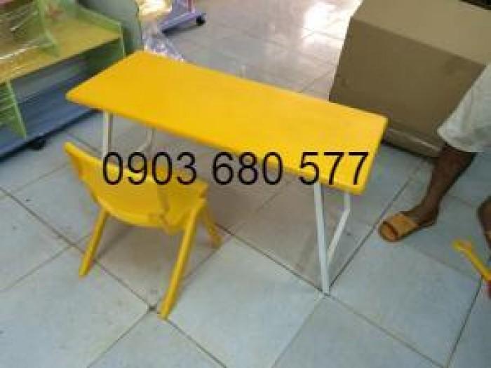 Cần bán bàn nhựa hình chữ nhật, gập chân được cho trẻ nhỏ0