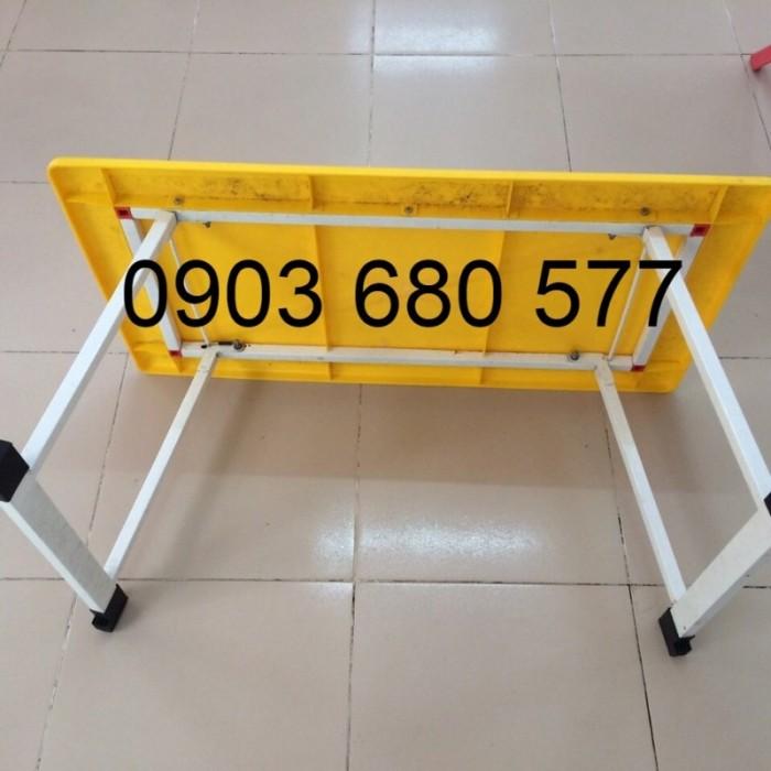 Cần bán bàn nhựa hình chữ nhật, gập chân được cho trẻ nhỏ9