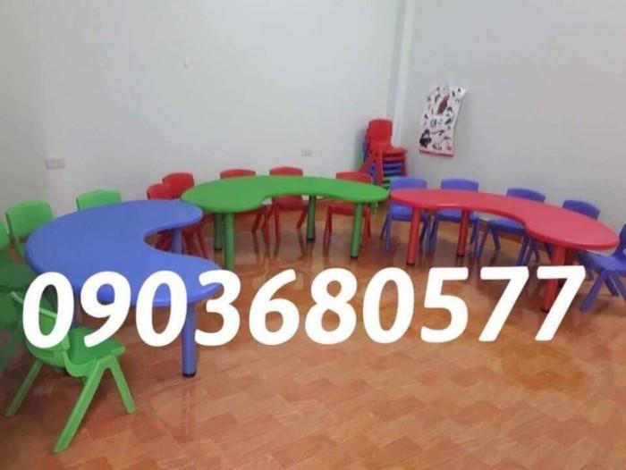 Cần bán bàn nhựa hình vòng cung mầm non giá rẻ, chất lượng nhất4