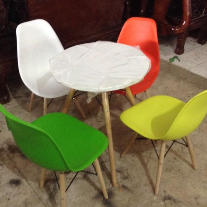 Thanh lý bộ bàn ghế nhựa chân gỗ giá rẻ sg7