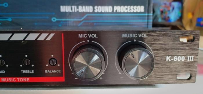 - Vang karaoke K-600 III Dễ dàng phối phép với các amply và cục đẩy công suất cao cấp, đem đến chất âm thanh mạnh mẽ, sống động và hoàn hảo. 4