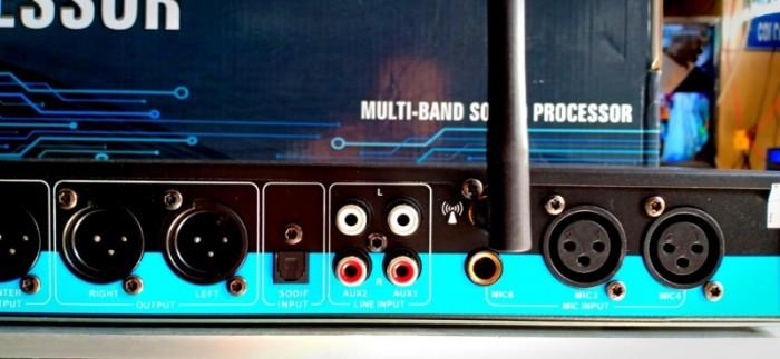 - Vang karaoke K-600 III Hỗ trợ Bluetooth xa đến 10m ( có kèm Anten ), cổng quang, USB và AUX3