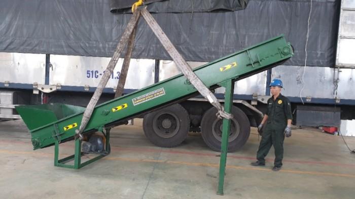 Băng tải kèm theo máy nghiền xay hitech 2t800