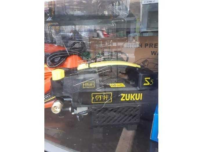 Máy rửa xe sách tay mini zukui 2400w4