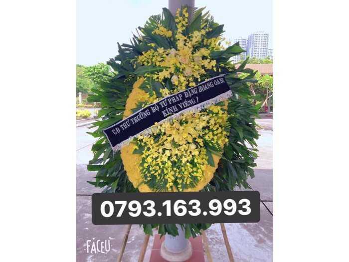 vòng hoa đám ma , đặt vòng hoa viếng1