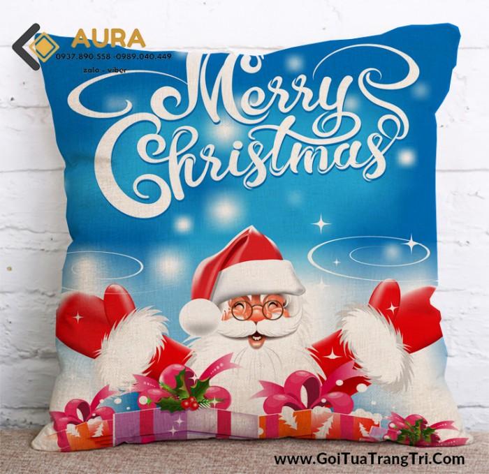 Mọi người đã trang trí Giáng Sinh và có những món quá đặc biệt dành cho người thương của mình chưa? Hãy cùng AURA tận hưởng một mùa Giáng Sinh thật rực rỡ nhé!  Hãy chọn ngay cho mình những chiếc Gối Noel – Gối trang trí giáng sinh để làm điểm nhấn vô cùng nổi bật cho không gian của bạn nhé.  Gối tựa lưng AURA có thiết kế sang trọng, được làm từ sợi bông cao cấp,vỏ gối được thiết kế dựa trên chất liệu Nhung cao cấp, mềm mịn, mát tay, mang đến cho bạn sự đảm bảo về chất lượng vải cũng như làm bạn hài lòng về những kiểu dáng đẹp mắt mà chiếc gối tựa trang trí mang lại.  Trong những chuyến đi xa hay những lúc phải ngồi làm việc, học tập hàng giờ liền, gối tựa lưng AURA cao cấp sẽ là một giải pháp hữu hiệu giúp bạn giảm bớt mệt mỏi và đau lưng, ê nhức vai, cổ, gáy . Hãy chọn ngay cho mình một chiếc gối tựa lưng đẹp,đáng yêu để tận hưởng cảm giác thư giãn, dễ chịu khi ngồi lâu hoặc làm quà tặng ý nghĩa cho bạn bè, người thân.  Kích thước sản phẩm 45cm x 45 cm, dây kéo giọt nước , độ bền cao và dễ kéo. Ruột gối được làm từ bông gòn công nghiệp, sạch, đảm bảo vệ sinh và an toàn cho người sử dụng. Bộ sản phẩm được may từ chất liệu vải bố canvas mềm mịn. Chất vải thoáng mát,không ra màu, không xù lông,nằm mát, giặt nhanh khô, bền đẹp với thời gian. Có nhiều màu sắc, kiểu dáng, phong cách trang nhã,đa dạng thích hợp với nhiều độ tuổi, sở thích và cá tính khác nhau. Giúp căn phòng của bạn thêm sinh động, sang trọng, đẹp mắt và có điểm nhấn hơn mỗi khi nhìn và nghĩ ngơi mỗi ngày Những mẫu gối tựa lưng AURA có nhiều thiết kế mới lạ, độc đáo phù hợp với mọi đối tượng khách hàng. Từ những thiết kế ngộ nghĩnh dành cho trẻ thơ đến sang trọng, lịch lãm phục vụ trang trí nội thất gia đình, khách sạn, homestay, hay những phong cách cổ điển, chất, cá tính dành riêng cho quán cafe, trà sữa, văn phòng …  Anh Chị nào muốn mua vỏ về bọc đệm, bọc gối liên hệ trực tiếp AURA qua FANPAGE nha hoặc zalo 0989.040.449 – 0937.890.558  XEM THÊM NHIỀU SẢN PHẨM TẠI PAGE https://www.facebook.com/GoiTuaL