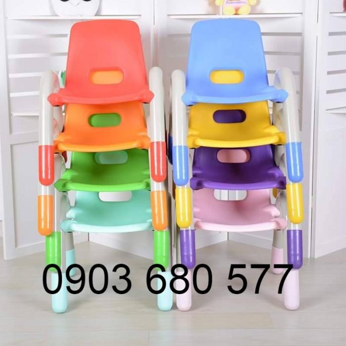 Cần bán ghế nhựa có tay vịn cho lớp mẫu giáo, trường mầm non0