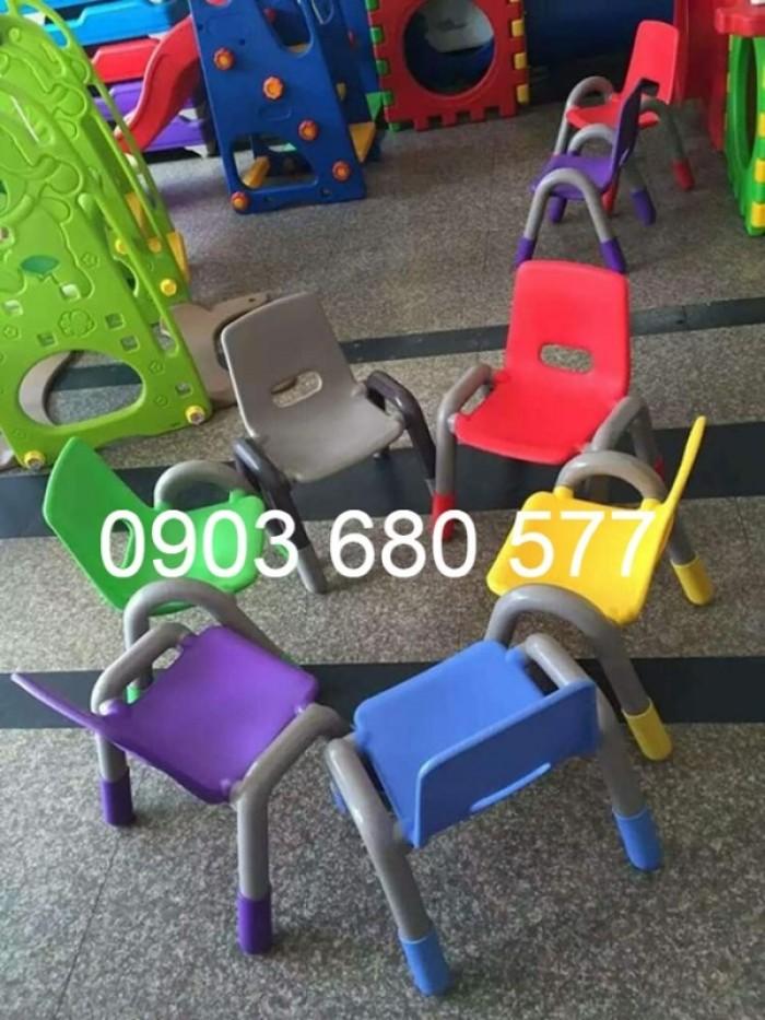 Cần bán ghế nhựa có tay vịn cho lớp mẫu giáo, trường mầm non1