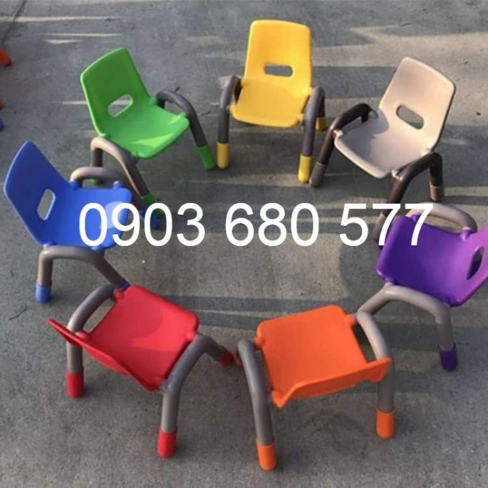 Cần bán ghế nhựa có tay vịn cho lớp mẫu giáo, trường mầm non2