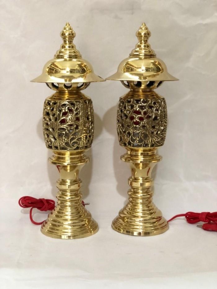 Đôi đèn thờ hình quả dứa bằng đồng cao 40cm0