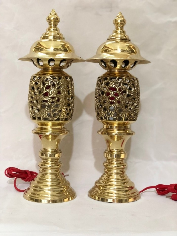 Đôi đèn thờ hình quả dứa bằng đồng cao 40cm2