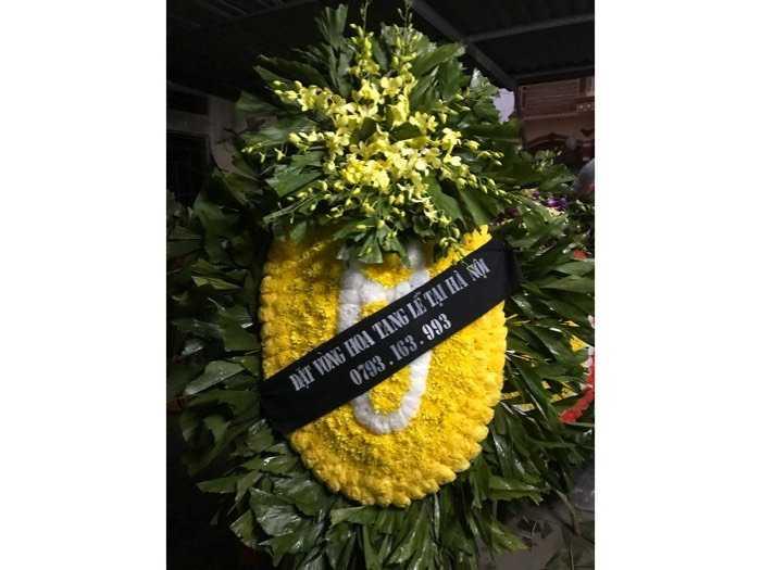 đặt vòng hoa tang lễ0