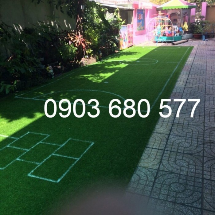 Chuyên nhận thi công cỏ nhân tạo trang trí cho trường mầm non, sân bóng, sân chơi17