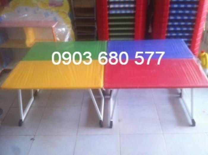 Cần bán bàn nhựa chữ nhật, gập chân được cho trường mầm non, gia đình0
