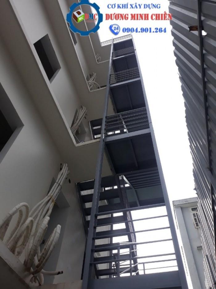 cầu thang thoát hiểm9