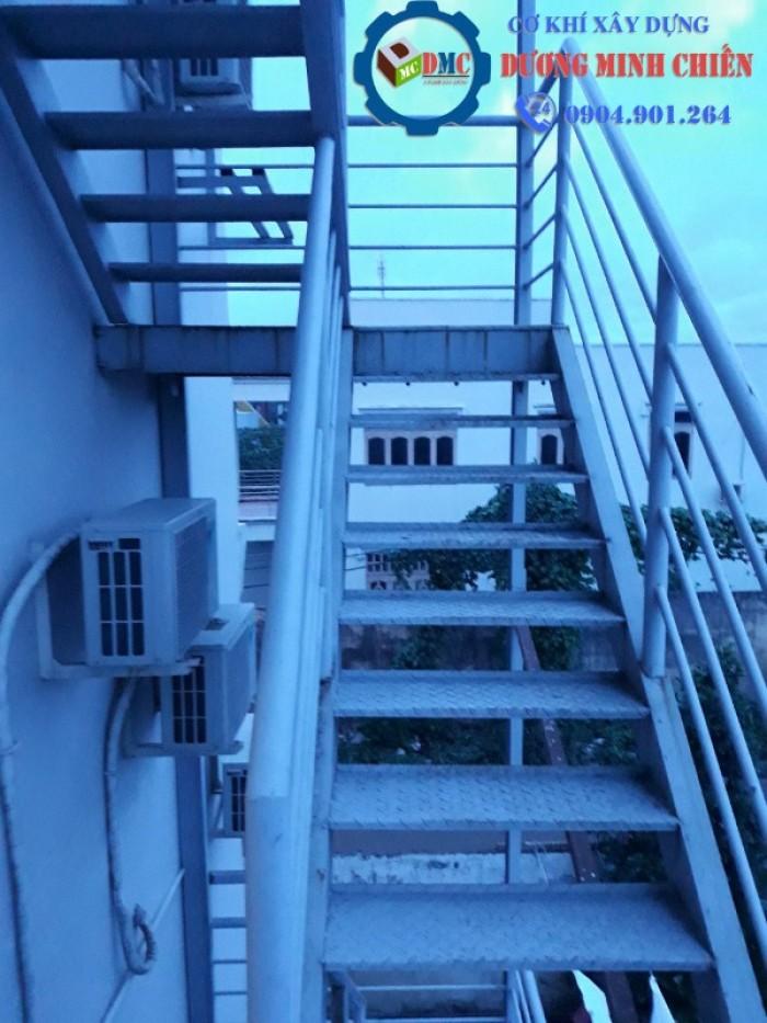 cầu thang sắt ngoài trời10