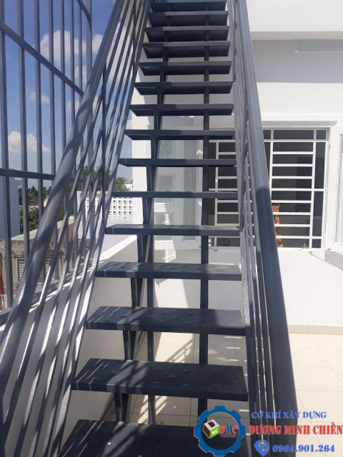 cầu thang sắt ngoài trời5