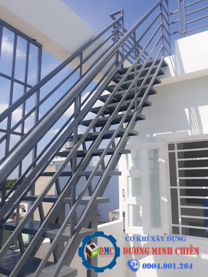 cầu thang sắt12