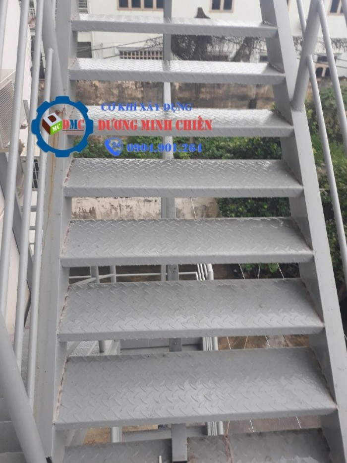cầu thang sắt thoát hiểm10