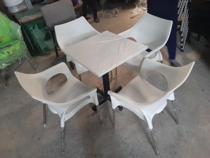 Ghế nhựa đúc bền màu..0