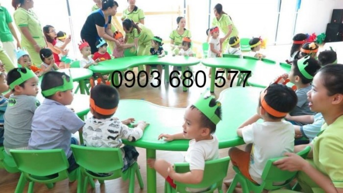 Cung cấp bàn nhựa hình ovan dành cho trẻ nhỏ mầm non3