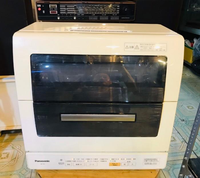 Máy rửa bát Nhật 6 bộ Panasonic NP-TR1 (máy đẹp) Giá bán:  4.000.000 VND  Hiều về sản phẩm Máy rửa bát nội địa Nhật cũ PANASONIC NP-TR1 cũ, hàng nguyên bản, bao dùng, rửa sạch hơn rửa tay đang có sale tốt, là một trong những dòng mày rửa bát nổi tiếng của6