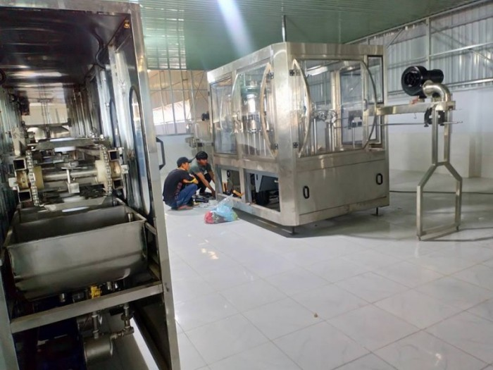 Dây chuyền sản xuất rót nước tinh khiết tự động 3000 chai/h0