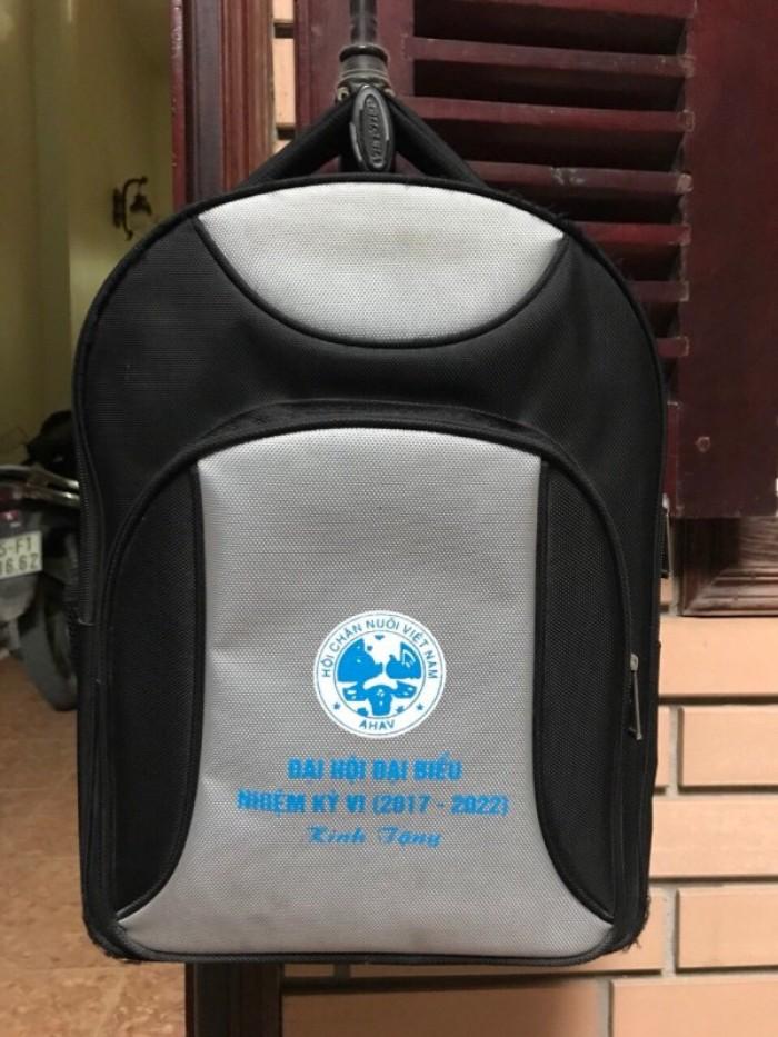 Quà tặng balo, túi xách du lịch in logo9