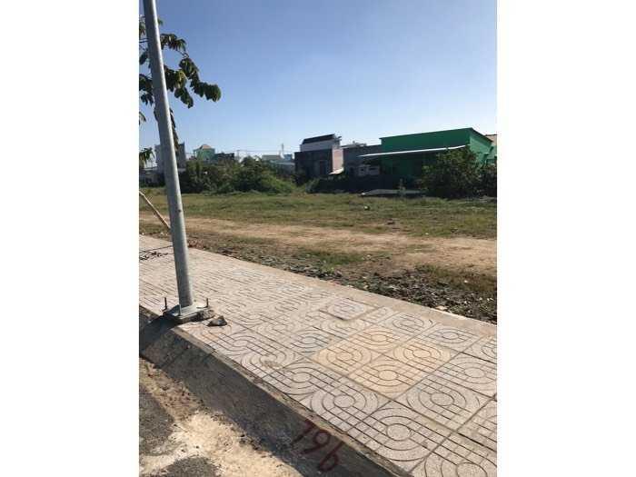 cần bán đất nền sổ hồng MT 835 Long Thượng4