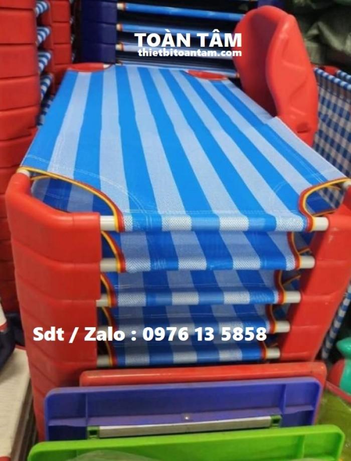 Giường Lưới Mầm Non Sọc Xanh Dương Đế Đỏ - giường mầm non giá rẻ 1