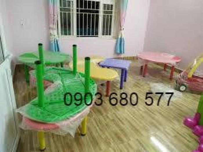 Cung cấp bàn nhựa hình vòng cung cho trẻ em mầm non2