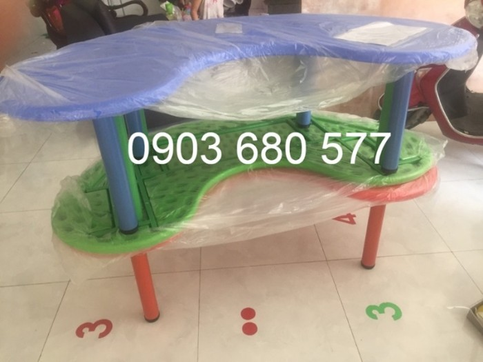 Cung cấp bàn nhựa hình vòng cung cho trẻ em mầm non5