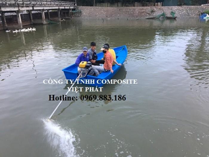 Thuyền composite : nắp được các loại máy từ 3 hp - 30 hp2