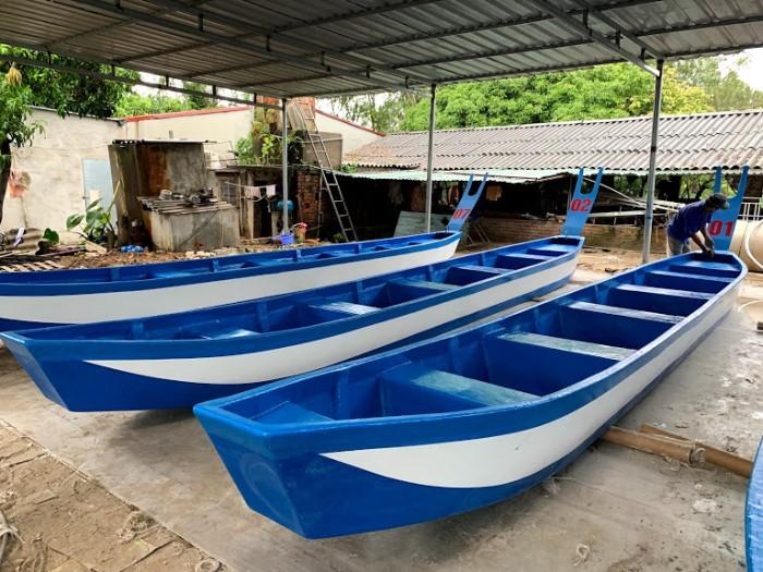 Thuyền đua đuôi en : Làm từ nhựa composite0