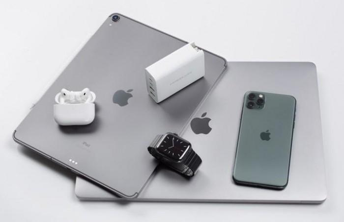 """Công suất 100W cung cấp khả năng sạc nhanh cho máy tính xách tay (MacBook Pro), máy tính bảng (iPad Pro), điện thoại thông minh (iPhone) và thiết bị di động (AirPods, Watch) cùng một lúc. Với 100W cho 2 cổng USB-C Power Delivery, bộ sạc HyperJuice GaN 100W có thể cung cấp năng lượng điện cho 2 máy tính xách tay (2MacBook Pro 15 """") cùng một lúc. Vì vậy, bạn có thể dễ dàng cho HYPERJUICE GAN 100W trong túi quần, túi và mang theo mọi lúc mọi nơi.1"""