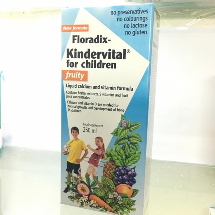 Floradix Kindervital nhập khẩu từ Đức giúp bổ sung canxi và vitamin tổng hợp cho trẻ, giúp tăng sức khỏe, sức đề kháng và giúp hệ xương phát triển toàn diện. Floradix kindervital chính hãng có bán tại cửa hàng Enmax, số 5, ngõ 189 Giảng Võ